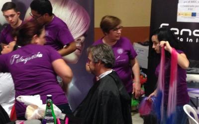 Fran Matias profesor de DAW cortándose el pelo